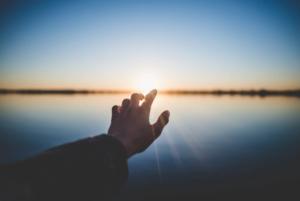 サラリーマンが人生への希望を失くすメカニズム